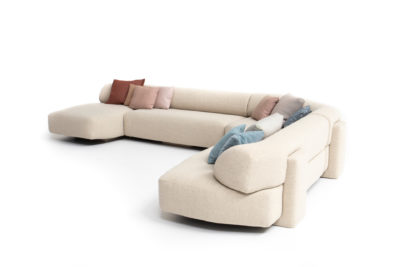 Gogan de Patricia Urquiola : des canapés et fauteuils au design organique